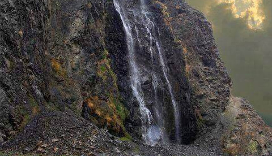 Manthokha-waterfall-kharmang-skardu